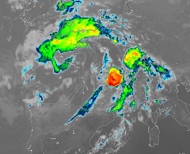Un violent système orageux s'est développé sur l'#Auvergne et va gagner la #Bourgogne dans la nuit. Potentiel venteux, pluvieux et grêligène important. La convection est très profonde : - 70°C au sommet des nuages. #orages  Image satellite SSEC Wisconsin