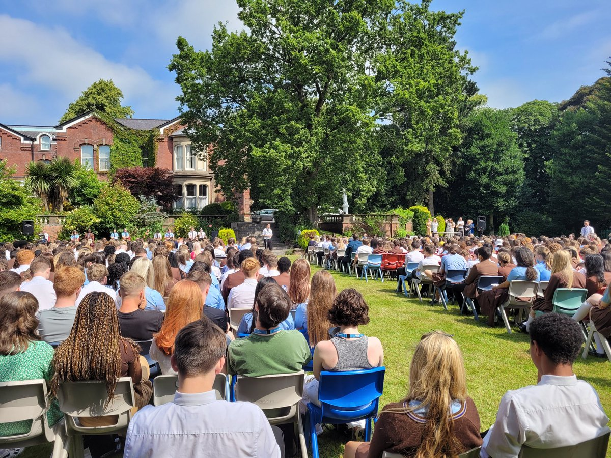 It was lovely to be back on the lawn today where #webelong wishing all the staff and students a lovely holiday 😀 thank you for all your hard work  #salesianfamily @Thornleigh https://t.co/7JuOuLFqAg