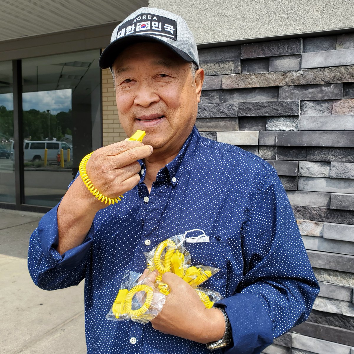 Yesterday we distributed 300+ @yellow_whistle to the Korean Senior Citizens Association and a Korean church in Northeast Ohio.   #StopAsianHate #ProtectOurElders #TheYellowWhistle #WeBelong   #SeeUsUnite https://t.co/Wq33uckpCX