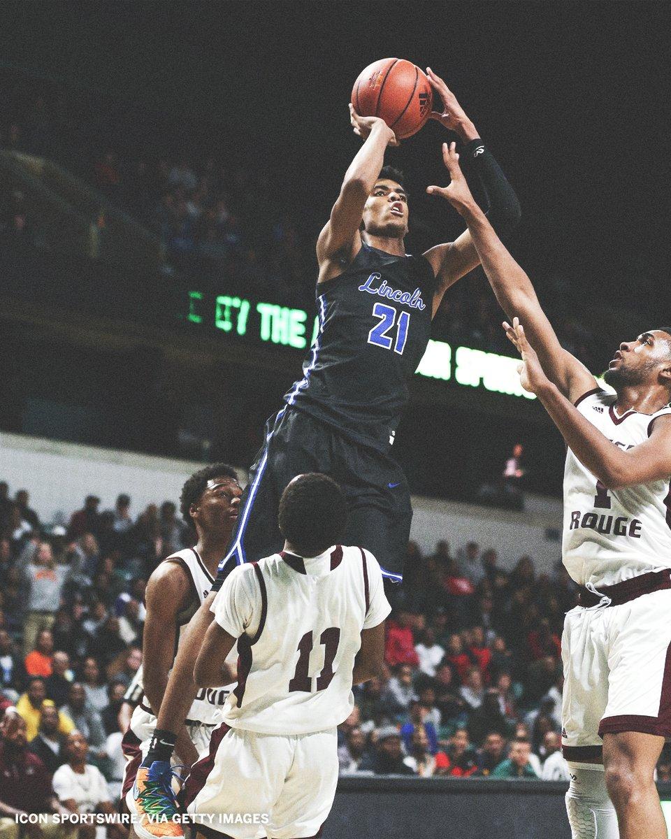Class of 2022's five-star @BatesEmoni has narrowed his options down to these eight:  NBA G League Overtime Elite NBL Oregon Memphis Michigan State Baylor Miami https://t.co/VlFM1bMlKM