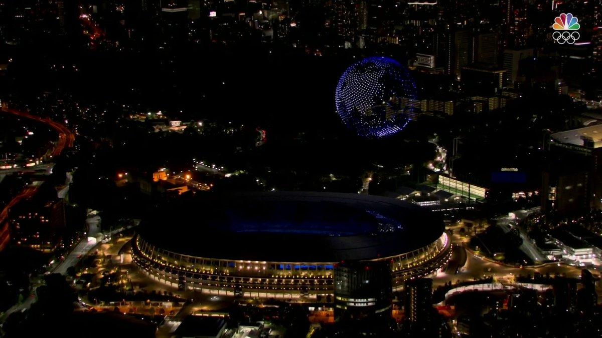 Amazing light show #OpeningCeremony #Olympics #Tokyo2020 https://t.co/Da0hi3gsGZ