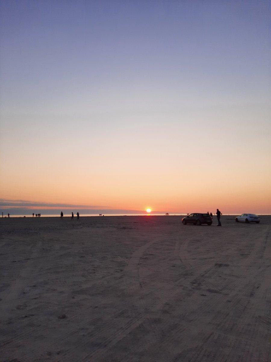 Vores patruljer på Lakolk Strand havde også tid til at nyde solnedgangen. Vi ønsker alle en god nat///Vagtchefen.  #politidk https://t.co/OiCU2Fvmnx