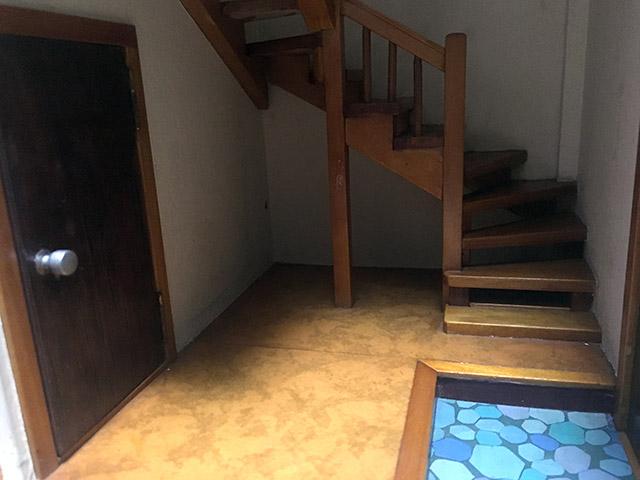 おじいちゃんの手作りドールハウスがすごい!団地のような作りに大注目!