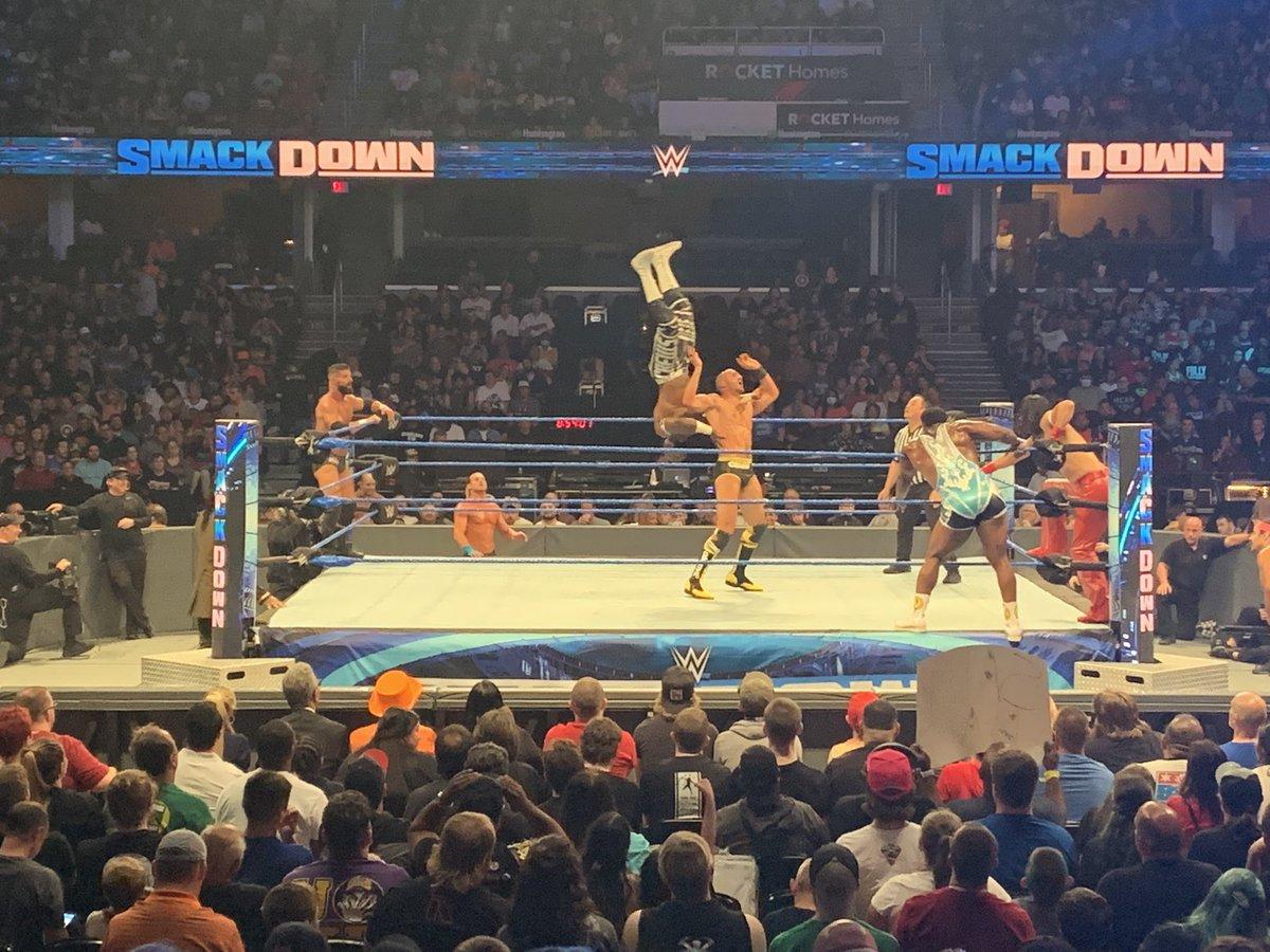 6 man here in Cleveland #SmackDown https://t.co/alVLPuxK01