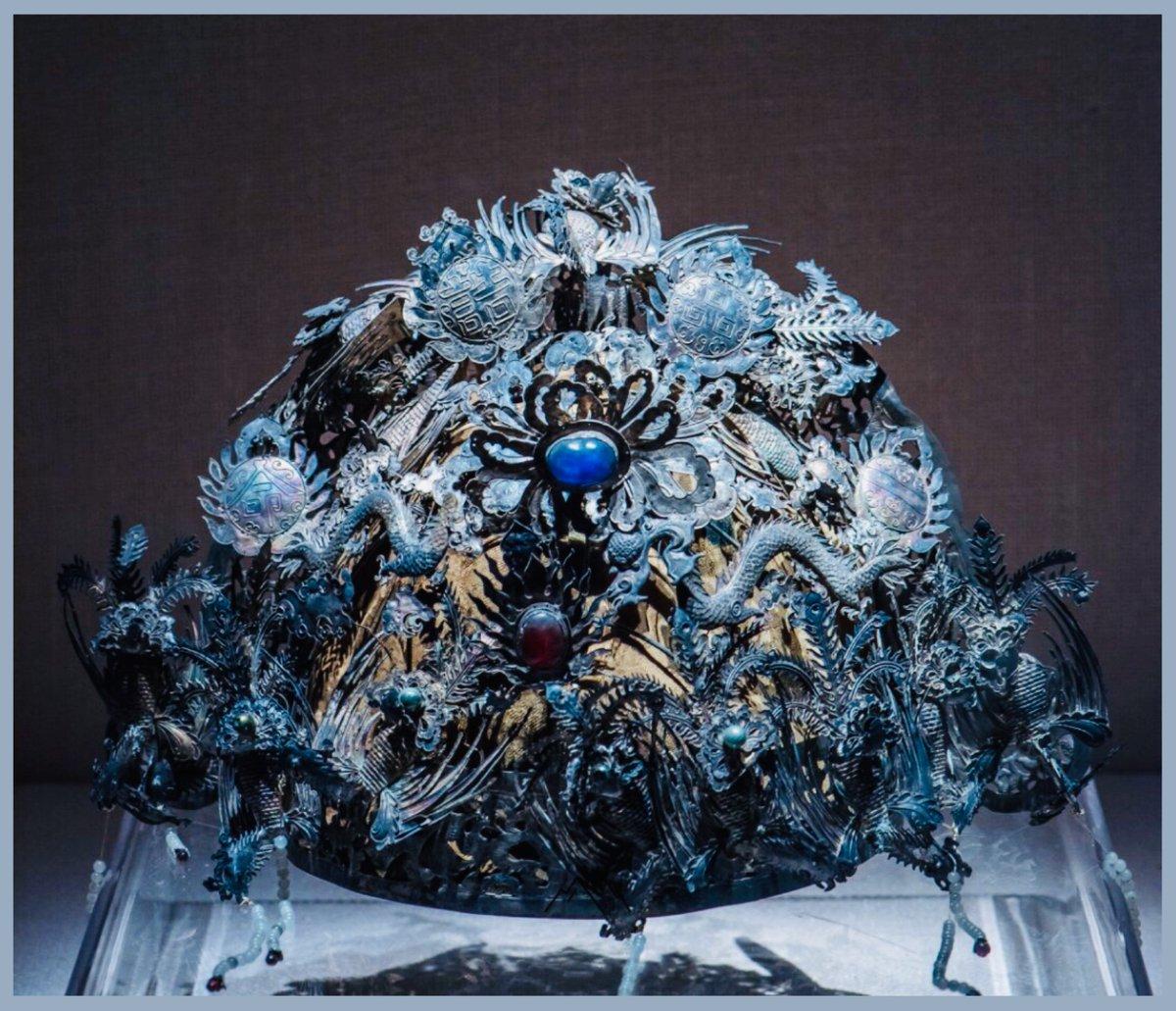 Ming Dynasty silver phoenix crown Location: Wuhan Museum   洪山區九峰山明代墓葬出土 【武漢博物館藏· 明代鑲寶石銀鳳冠】  #china  #hanfu  #chinese #chineseart https://t.co/D7gHhSAlM2