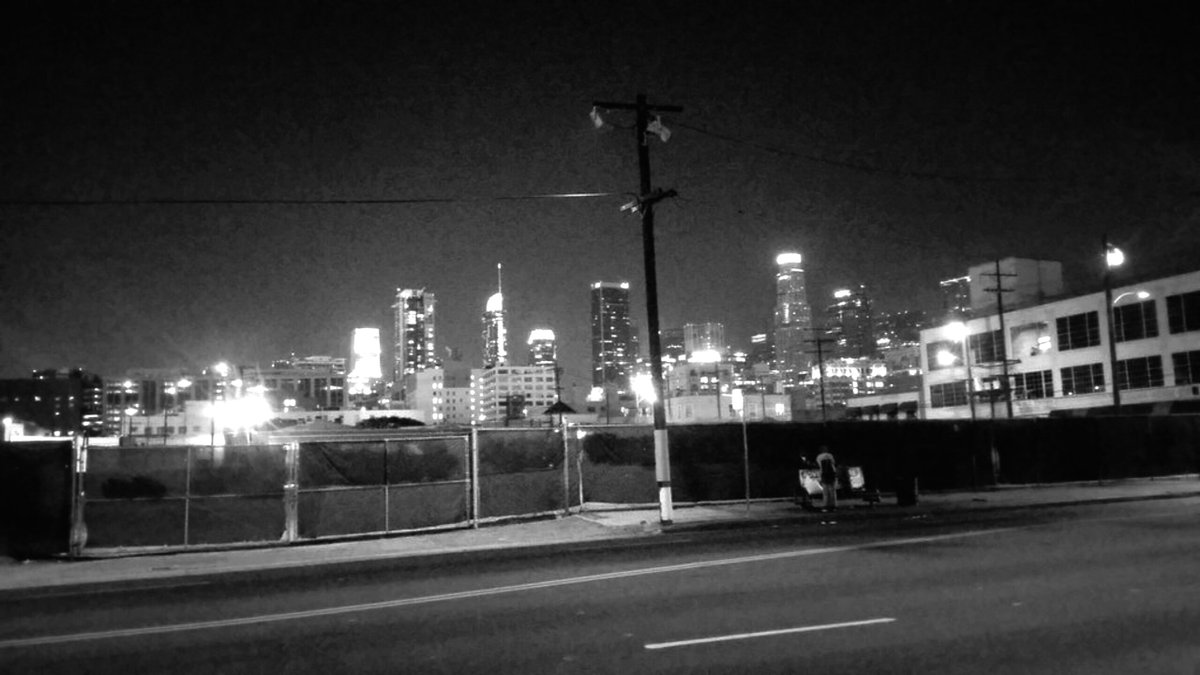 chiaroscuro under the lights of là #LAraw  #photography #streetphotography #urbanphotography #blackandwhitephotography #bw #blancetnoir #fotografía #fotografíaurbana #blancoynegro #RawLA  #LAnoir https://t.co/MQVrbbqi8S