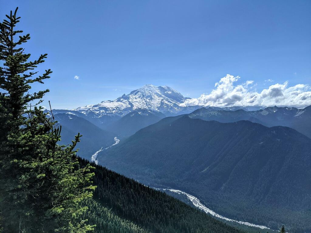 One of the tallest peaks in the US, Mt. Rainier, Washington [OC] [4032 x 3024] These are our favorite travel lenses: https://t.co/Yttxax1gjX #nature #earth #photography https://t.co/HUPjWG77BT