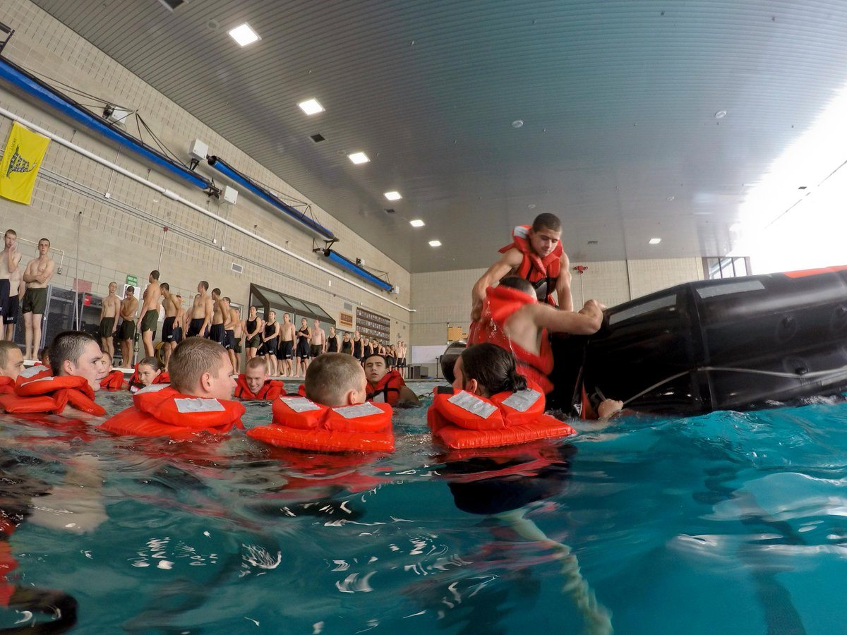 Taking a dip! 🏊♂️ 🏊♀️   NROTC New Student Indoctrination midshipman candidates participate in swim qualification exercises at @PublicRtc. NSI is a three-week indoctrination program hosted at RTC, which provides midshipmen with a common military training orientation. https://t.co/SLmZVUjJ6o
