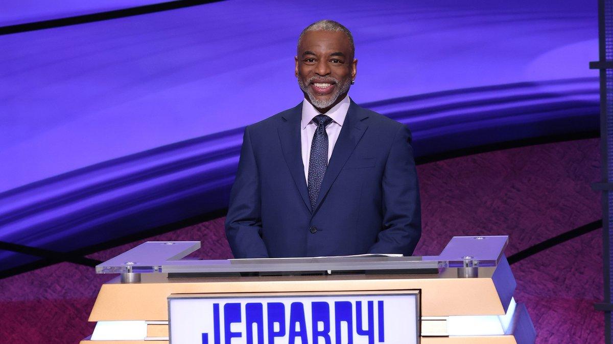LeVar Burton taking over as 'Jeopardy!' guest host beginning Monday https://t.co/eE1bPPd04j https://t.co/tqvGEFCJC6