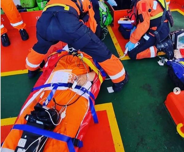 RT @Strandweernu: Medische evacuatie na val van hoogte https://t.co/mDz3Ss3uqC https://t.co/0Yn2QjlJ1X
