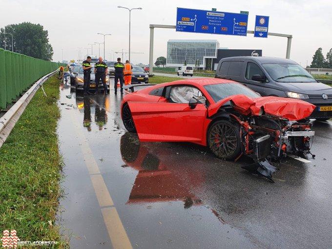Sportwagen total loss na ongeluk N213 https://t.co/mWFnMxSXkQ https://t.co/zJtVSSB1qP