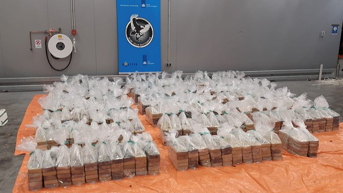 Weer grote drugspartij onderschept door douane https://t.co/BEmK8enoPo https://t.co/ULiKGl16bU