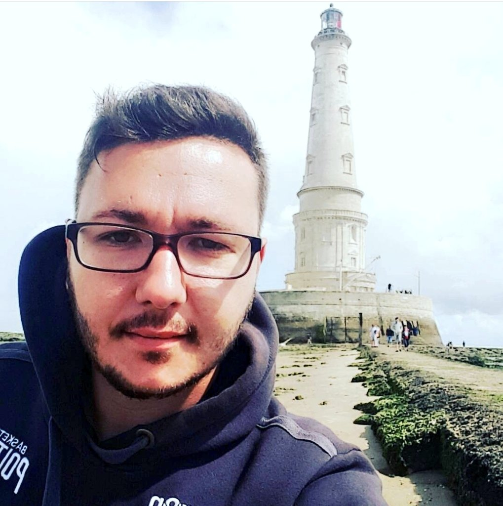 Le phare de #Cordouan devient aujourd'hui le 46 ème bien français à rentrer au patrimoine mondial de @UNESCO_fr !  Une vraie fierté pour notre région @NvelleAquitaine   ps: 📸 de moi au phare en 2017 😉  #phare #unesco #Tourisme https://t.co/i9YGVkLe5G