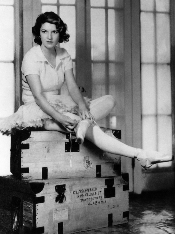 """7/24/1900 — b. Zelda Sayre Fitzgerald, American author, ballerina, artist. A 1920's icon; wrote novels, short stories, poems & articles. Published in many magazines; semi-autobio novel, """"Save Me the Waltz"""" (1932). The wife of famous author, F. Scott Fitzgerald #womenshistory #OTD https://t.co/KNhHxQP8e5"""
