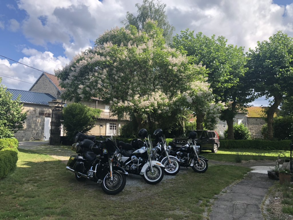 Last nights Honda Goldwing has just been trumped by four Harleys from the Netherlands 🤪@rideandrest #cetetejevisitelafrance @chateaudiy #lacreuse #France #Limousin #Chateauonashoestring #cottagecore https://t.co/FJcI0DEuMl
