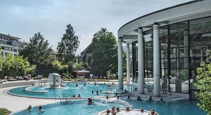 Tole je bazen v Baden-Badnu, ki je pravzaprav edina resna izletniška točka iz Strasbourga ...