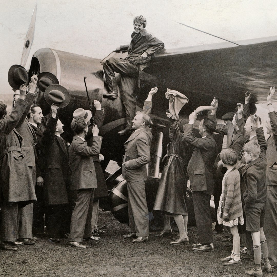 Pilot, adventurer, and pioneer Amelia Earhart was born #OTD in 1897! To celebrate the first woman to fly solo across the Atlantic Ocean, National Geographic awarded Amelia Earhart the Special Gold Medal in 1932. Photo Courtesy Keystone View Co https://t.co/XrkOYzBTW8