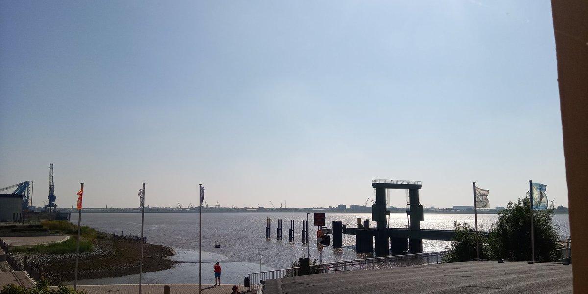 Fährfahrt Blexen - Bremerhaven  #wesermarsch #weser #kindheitserinnerungen  #sommer #nordseeküstengruß #nordseeküstengruss #blexen #nordenham #niedersachsen #wesermünde #fähre #geeste #geestemünde #weserfähre #bremerhaven #radarturm https://t.co/xB8nOw2WvV