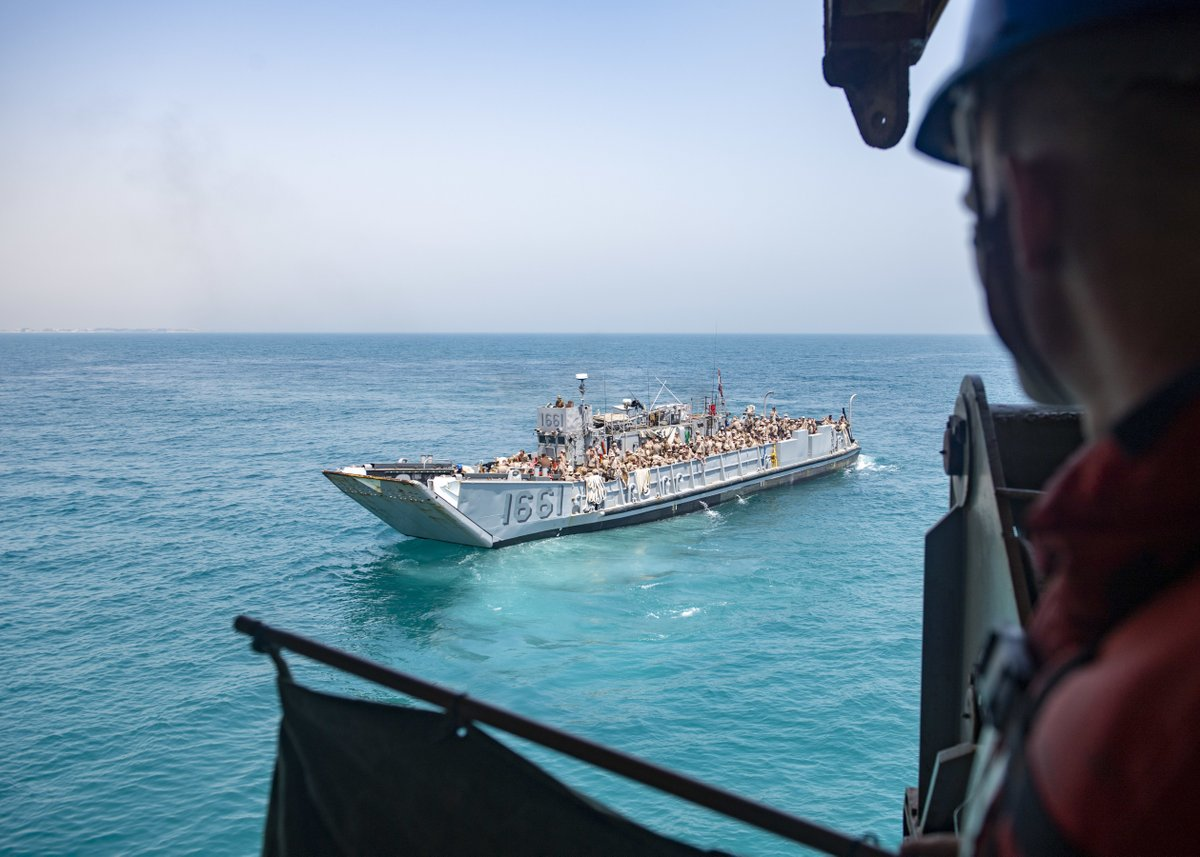 #BlueGreenTeam  an #AdvantageAtSea   The @24thMEUMarines conducted Landing Craft Utility (LCU) operations aboard the USS Carter Hall (LSD 50) in the #ArabianGulf, July 17, 2021. #CarterHall is deployed to the @US5thFleet.   📸: MC3 Sawyer Connally https://t.co/gk6NMLgdEl