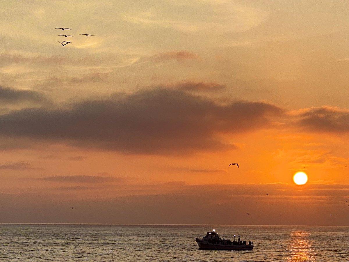 Así el atardecer en la La Jolla Cove, San Diego California.  ¡Bonita noche! #ElHijodelSanto https://t.co/6YZixTR4Ah
