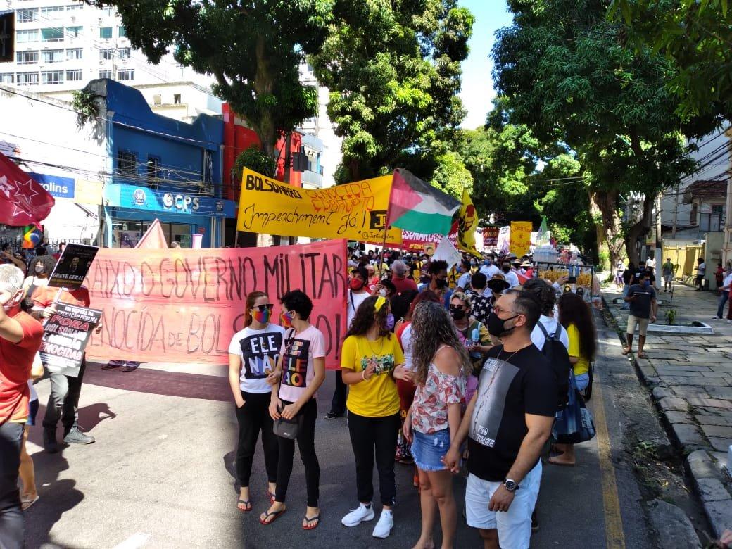 """""""Fora Bolsonaro!"""": atos reúnem milhares de pessoas em todo o Brasil"""