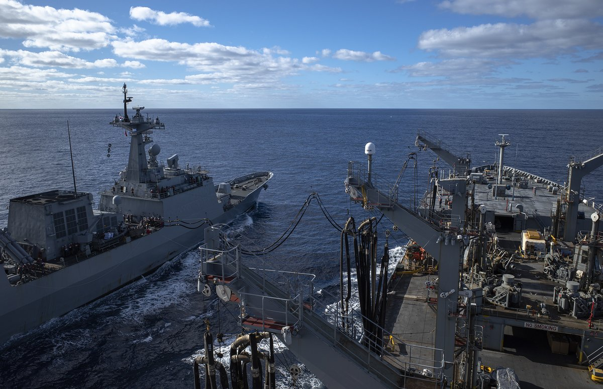 #NavyPartnerships 🇺🇸 🇰🇷  Republic of Korea Navy destroyer Wang Geon (DDH-978) prepares for an underway replenishment with USNS Rappahannock (T-AO 204) in the #CoralSea as part of @TalismanSabre. #FreeAndOpenIndoPacific.  📸: Third Officer Brandon Feinberg https://t.co/RWiprQBP2F