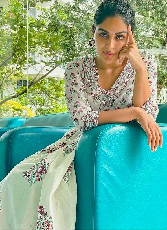 Samyuktha Menon new photoshoot https://t.co/iLTMHIWGei #SamyukthaMenon  #actresslife #model #photo #indian https://t.co/dq2004ZiYe
