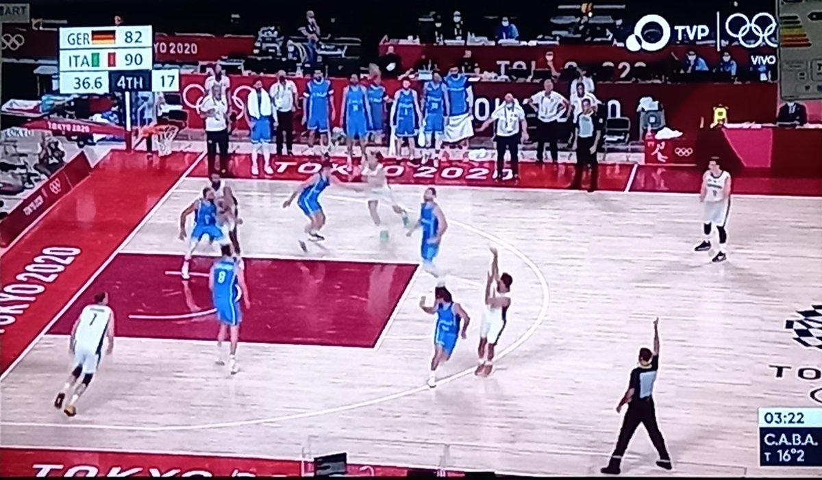 Final en el Saitama Arena, #ITA 92-82 #GER! ¡El #ItaliaTeam arranca el certámen de #Basketball de #Tokyo2020 con pie derecho, gran aporte el de Simone Fontecchio (20 pts, 5/5 3PT) mientras que el jugador de los #TrueToAtlanta, Danilo Gallinari se fue con 18 pts, 2/2 3PT!! https://t.co/dUVpglQ77r
