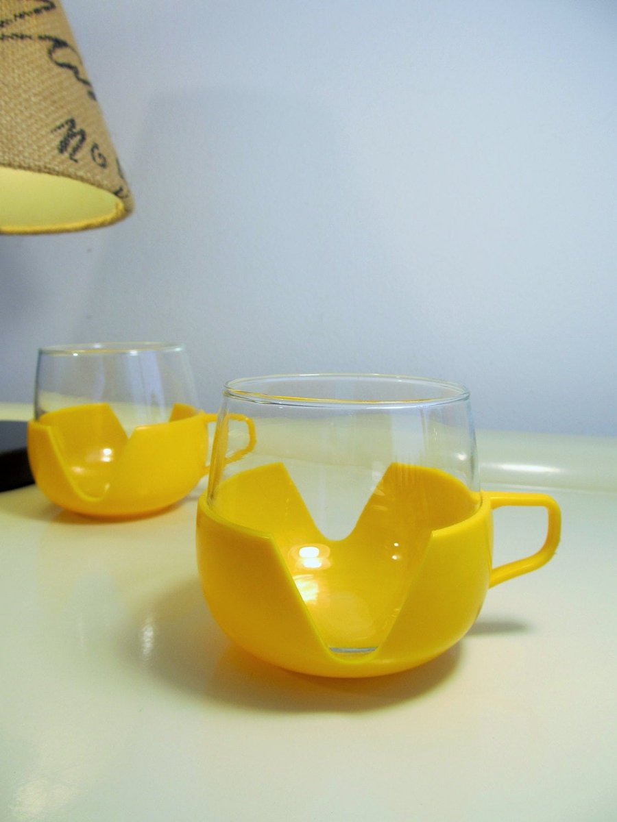2 Vintage heat resistant glass and plastic cups Yellow color Made in Holland https://t.co/Fzmprt5RJi #Europaleague #Homedecor #Wedding #Vintage #covid19 #EURO2020 #FREESHIPPING #Gifts #Summergift #WeddingDinner https://t.co/u49AcWtIiv