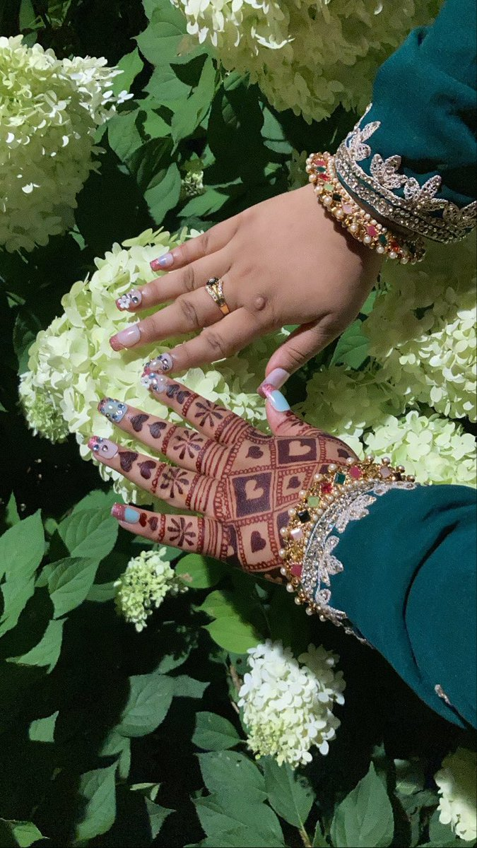 My nails and my henna during eid #EidMubarak  #aesthetic  #flowers  #nyc  #nails https://t.co/odPvrvGNNV