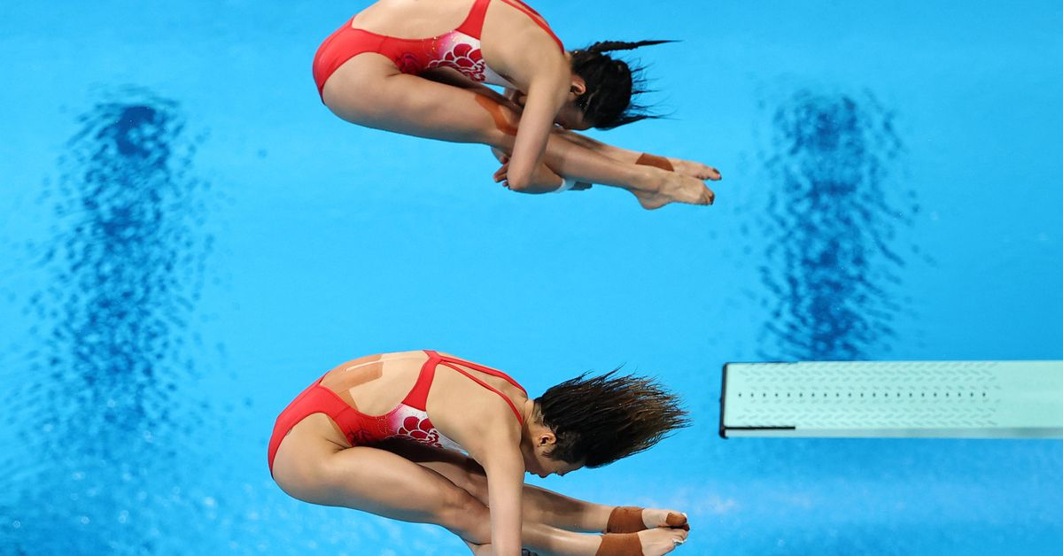 Diving-China women keep diving gold streak alive with Tokyo win https://t.co/VtKOXI1OJ5 https://t.co/SmlycaxHW3