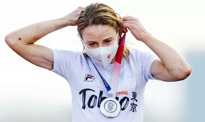 Als ze vanavond terugkijkt zal ze óók trots zijn, zegt Annemiek van Vleuten, die eerder vandaag dacht dat ze olympisch kampioen was geworden.