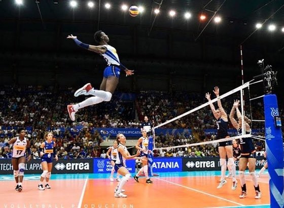 Meanwhile the best female volley player in the world Italian Paola Egonu is patrolling Japanese sky #Tokyo2020 https://t.co/ONR4ICi1vU