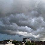 @graaf_ria - @WilliamHuizinga @BuienRadarNL Deze lucht in Barendrecht zuid Holland https://t.co/RRn6TcN5dL