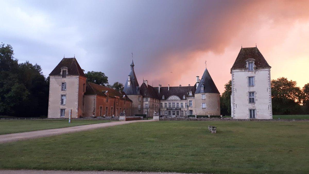 🔴 𝗣𝗢𝗨𝗥 𝗟𝗔 𝗟𝗨𝗠𝗜𝗘𝗥𝗘   Nous partageons avec vous cette lumière exceptionnelle sur Commarin ! 💯% garanti sans filtre ! 😍 #Bourgogne #CetEteJeVisiteLaFrance 🇨🇵 https://t.co/2T9uzIGX5I