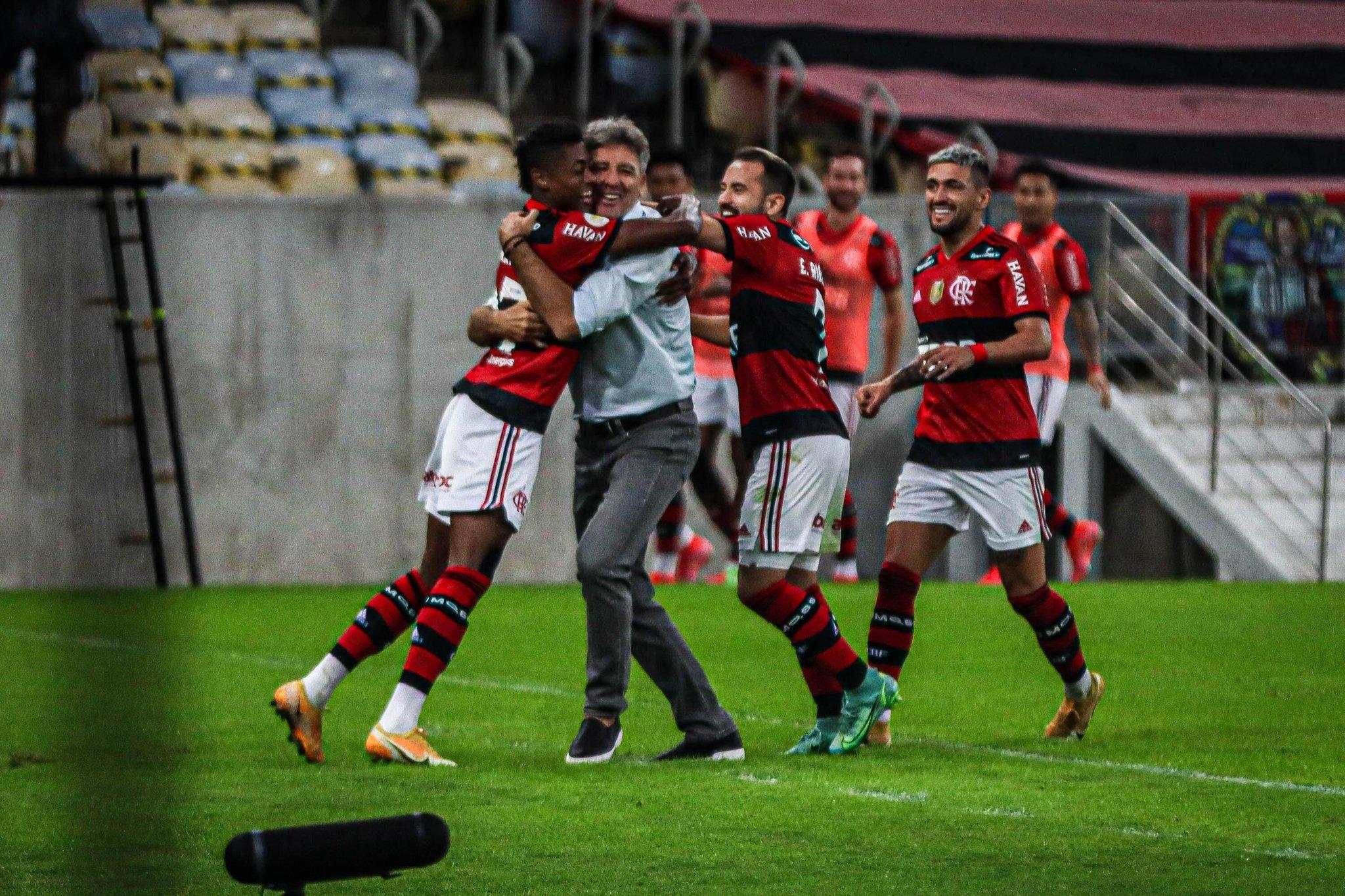 Avassalador, Renato resgata virtude do elenco para manter máximo aproveitamento no Flamengo