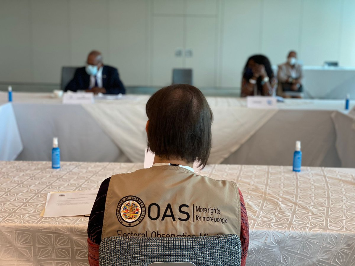 The Chief of the EOM #OASinStLucia @PlataMcp met with Alvin Smith and Fern Narcis-Scope, heads of the electoral observer groups from the Commonwealth and @CARICOMorg, and members of their teams, to exchange views on the July 26 general elections 🇱🇨🗳 https://t.co/oOL8UU7QQy