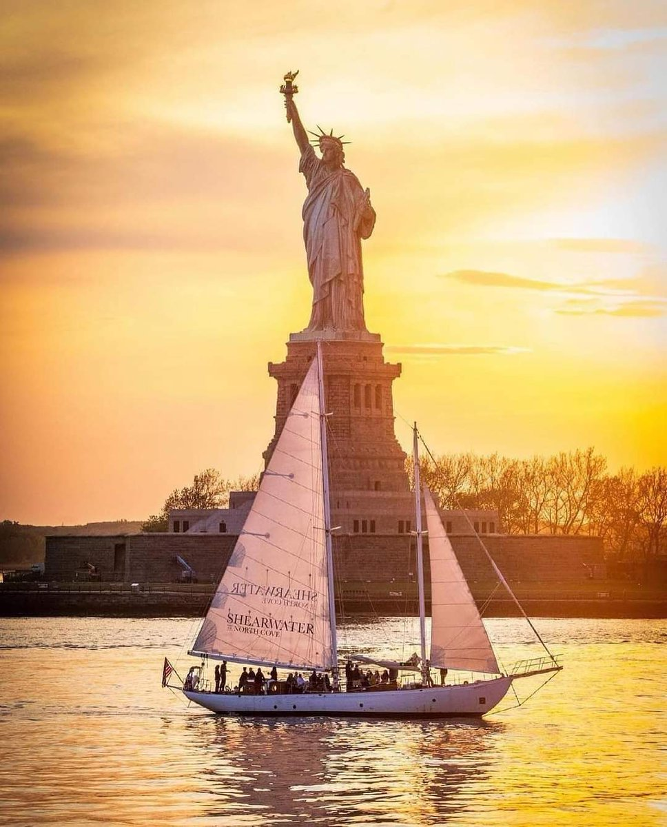 Time for a boat trip in New York Harbor!  --- 📷 @limitlessfoto 📍 @StatueEllisNPS  --- #nuevayork #mpvny #nycblogger #nyclovesnyc #picturesofnewyork #seeyourcity #nycgo #nyctt #nyc #nbc4ny #travelphotography #travelblogger #newyorkcitytt #NewYorkCity #statueofliberty #shearwater https://t.co/PPrNqp6DJ0