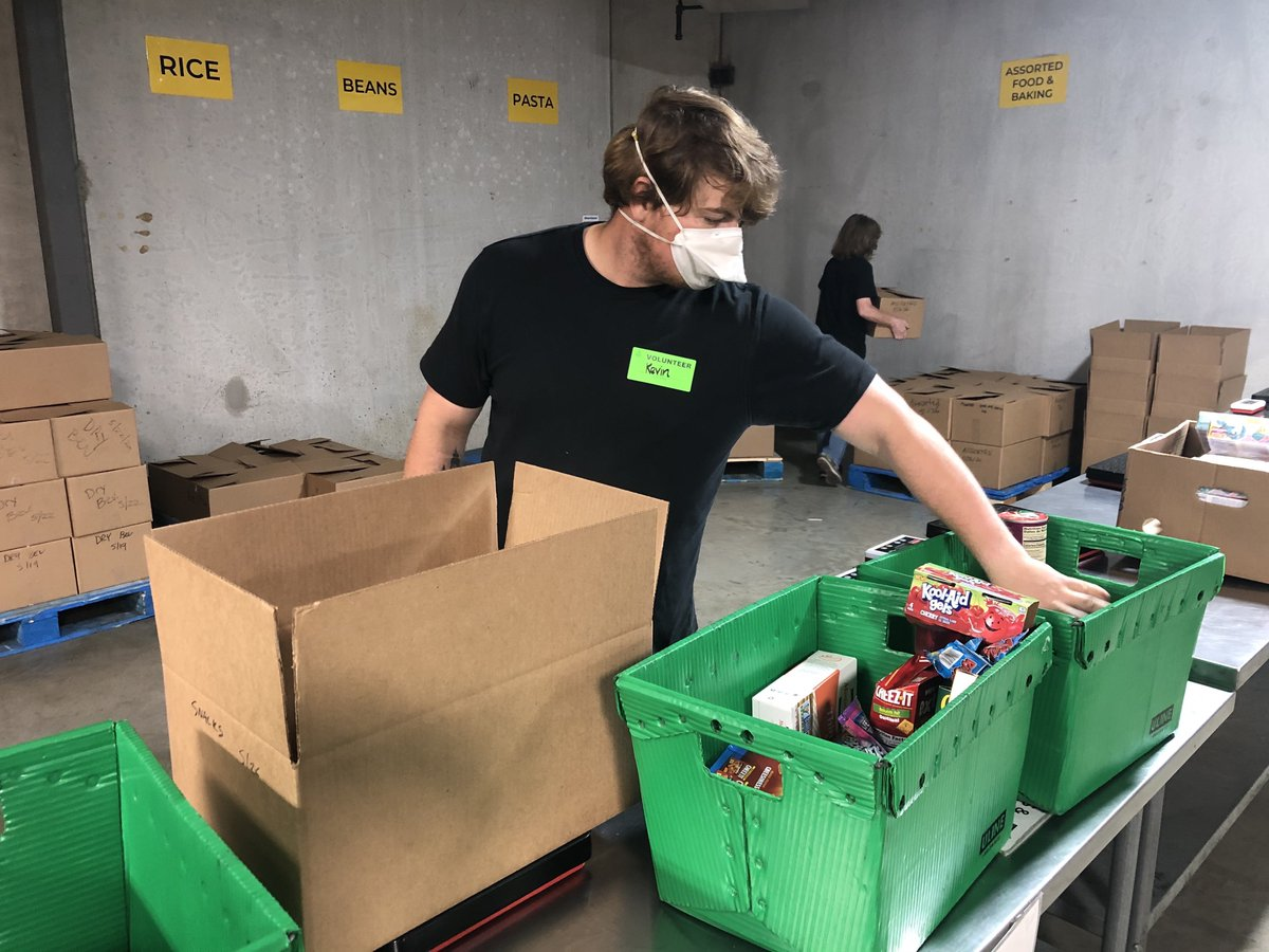 We couldn't #EndHungerHere without the help of our amazing volunteers! https://t.co/2evFTduuC5