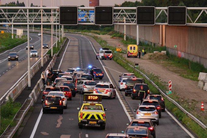 Rijksweg A20 afgesloten voor traumahelikopter https://t.co/gxBWbdwG5m https://t.co/fN20rKRRA5