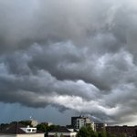 @graaf_ria - Mooie dreigende lucht boven Barendrecht 25 juli 2021 https://t.co/GC6dv6MJBB