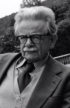 'Almost Kien was tempted to believe in happiness, that contemptible life-goal of illiterates. It came of itself, (…) it was permissible to endure its presence for a few days…' -  Elias Canetti, Auto-da-Fé (Die Blendung), 1935 https://t.co/Jf7IUuQ6eH