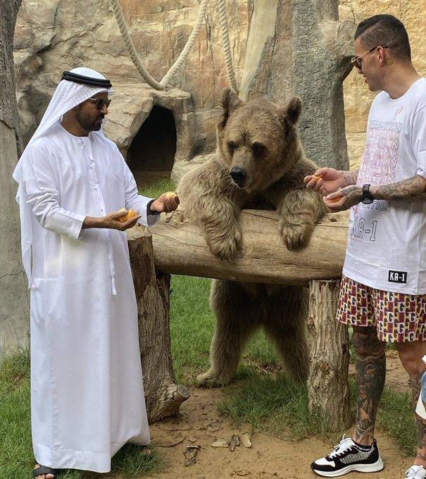 يبدوا بأن ايدرسون يقضي وقتاً رائعاً في دُبي