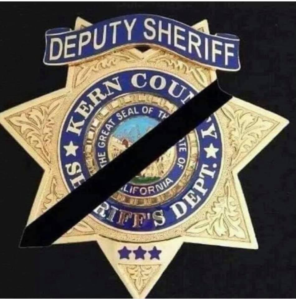 From all of us at #LASD to our law enforcement partners at @KernCoSheriff we are deeply saddened by the news of the Deputy Sheriff who was killed in the line of duty, and a second deputy injured. We extend sincerest condolences, and speedy recovery for the deputy injured. #EOW https://t.co/4TLZ6T5IXI