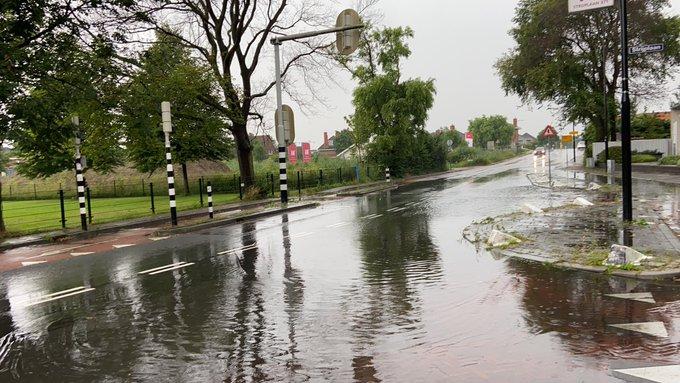 Meerdere meldingen bij brandweer van wateroverlast in de regio als gevolg van hevige regenbuien https://t.co/HP7gLgx5fn