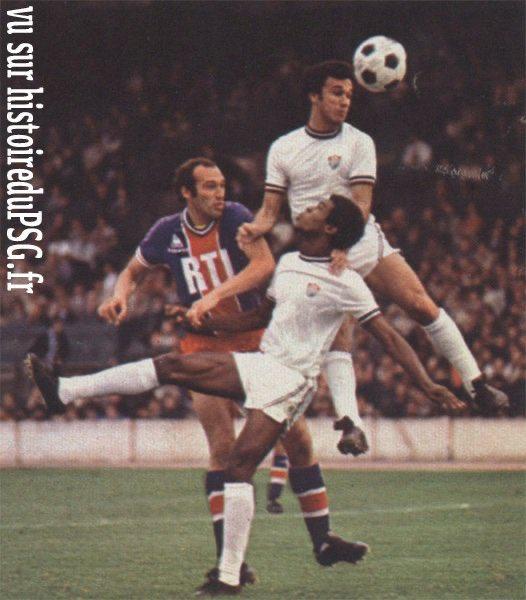 test Twitter Media - 26/07/1977. Amical de prestige à Colombes pour le #PSG face à @FluminenseFC et Rivelino. Match nul avec un but de l'inévitable Carlos Bianchi : 1️⃣-1️⃣ ⚽️ C. Bianchi 🔗 https://t.co/ZX6EO9NDYn https://t.co/fxJ4Gdilol