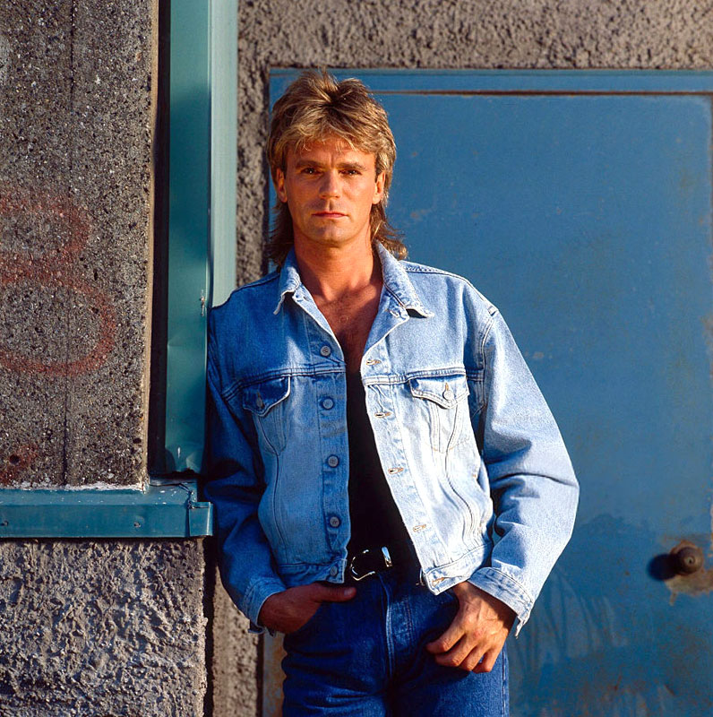 RT @macgyveronline: Blast from the Past: #RichardDeanAnderson in a promo shoot for #MacGyver (July 1989) https://t.co/cIegmKExRW