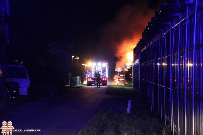 Vrachtwagenbrand aan de Aaksterlaan https://t.co/HYRCgoZi08 https://t.co/fNkKdEhakZ