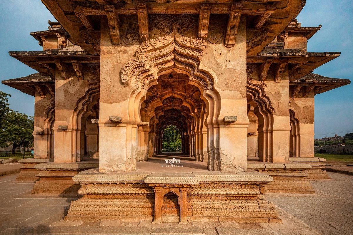 Thank you @vastuchitra for bringing forth this marvel called Chitrangi Mahal in Hampi, Karnataka. Its symmetrical arch speaks of the architectural riches of the time! #DekhoApnaDesh   @KarnatakaWorld