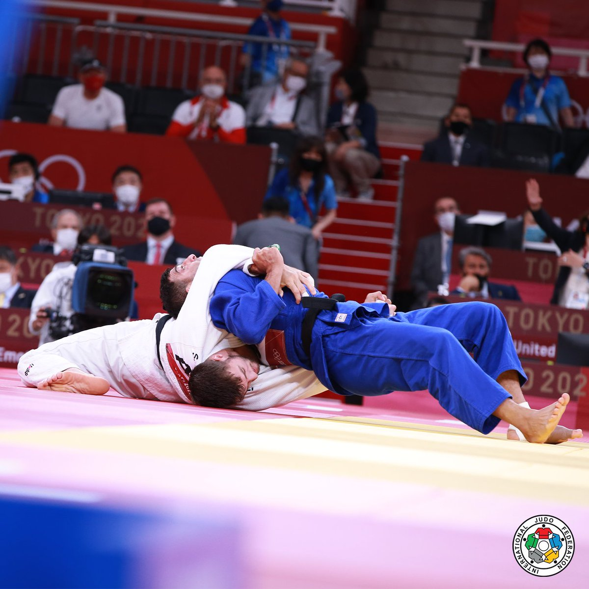 Saeid Mollaei fights for his life to earn a place in the Olympic final! Can this story get any better?    #Tokyo2020 #UntiedByEmotion #Judo #StrongerTogether #Olympics @olympics @tokyo2020